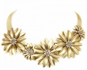 Sparkling Flower Collar at Peek of Chic
